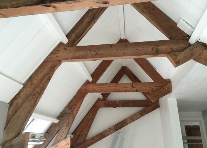 Oude balken schrootjes plafonds spuiten mobiele spuitwerken de verfspuiter latexspuiter - Houten balkenplafond ...